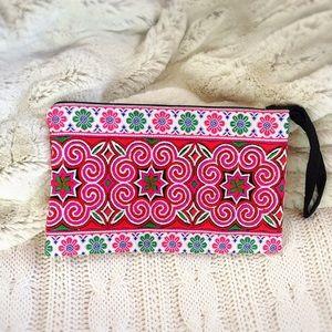 Handbags - 🌺 ❗️SALE ❗️BOHO Hmong Wristlet Bag 🌺
